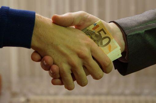 Unbekannter ergaunert Geld