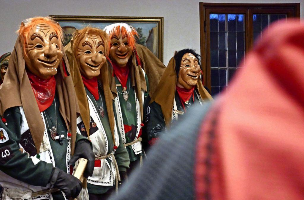 Hexen, Hästräger, Garde und Kobolde stürmen das Rathaus, um das Regiment zu übernehmen. Manch unterhaltsamer Schabernack drumherum  ist dabei untersagt. Foto: Eileen Breuer