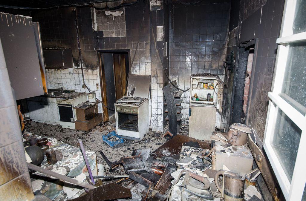 Das Feuer soll im Aufenthaltsraum der Wohnung gelegt worden sein. Foto: dpa