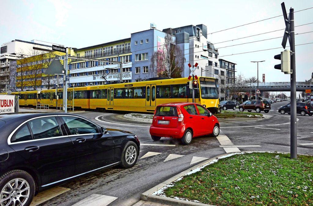 An dieser Kreuzung hat es schon mehrere Zusammenstöße mit der Stadtbahn gegeben. Foto: Sandra Hintermayr