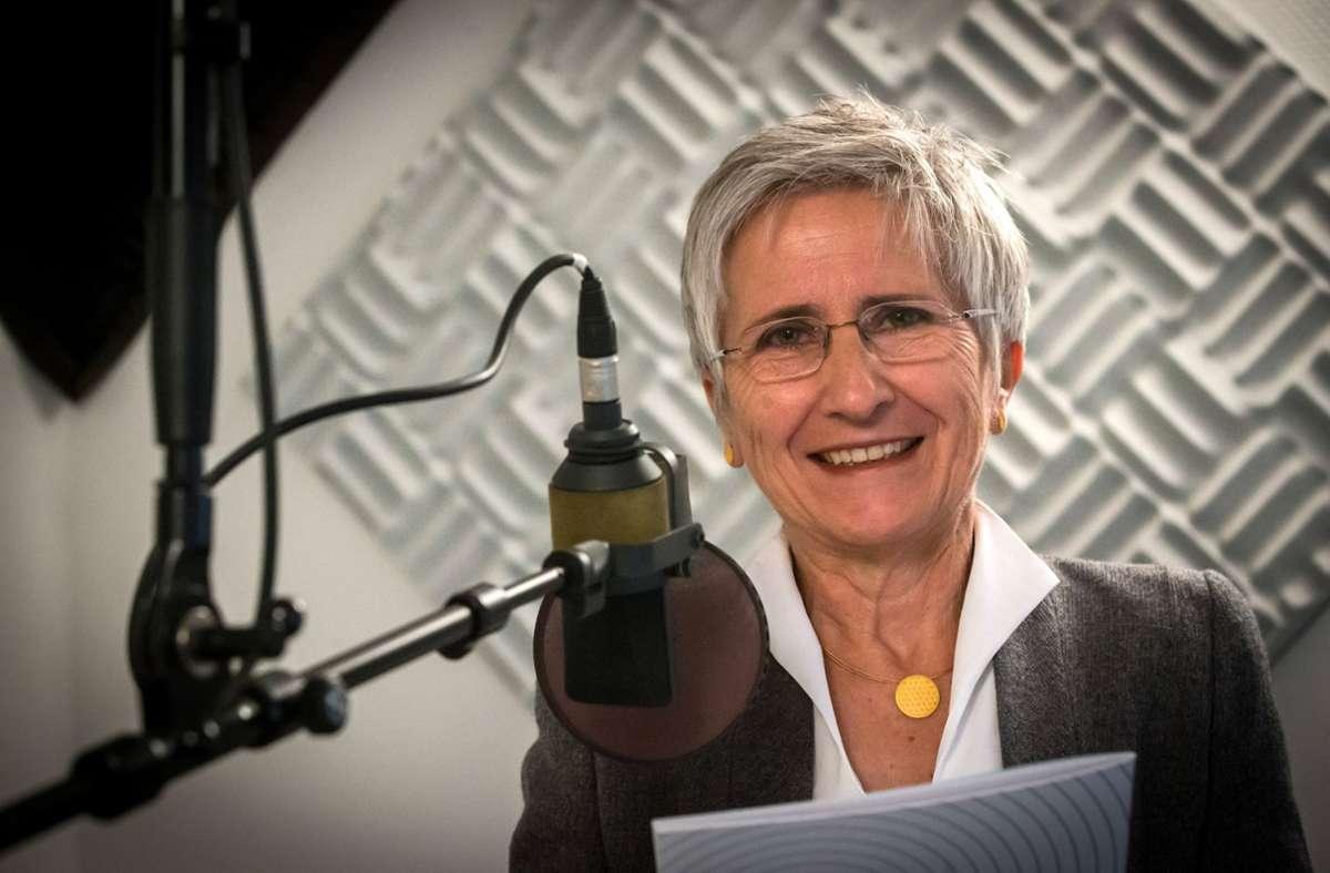 Die Stimme der Runfunkpfarrerin in Rente  erreichte ein Millionen-Publikum. Nun schreibt Lucie Panzer  Kolumnen – auch gegen ihren eigenen Stand. Foto: Lichtgut/Achim Zweygarth
