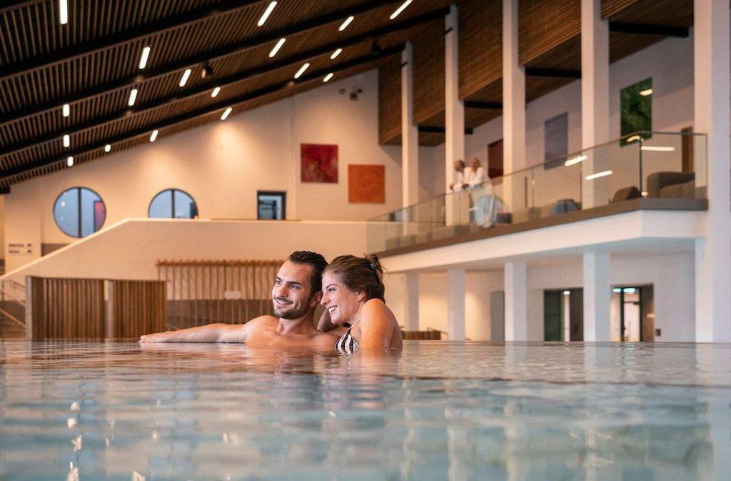Schauplatz für die Heilkraft: Die frisch renovierte Wohlfühl-Therme bietet viel Raum zum Wohlfühlen  Foto: Gäste- und Kurservice Bad Griesbach im Rottal
