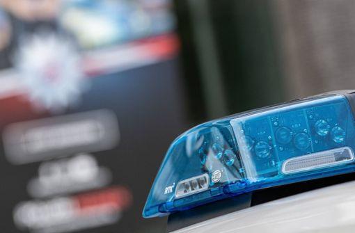 Mit mehreren Haftbefehlen gesuchter Mann flieht vor Polizei