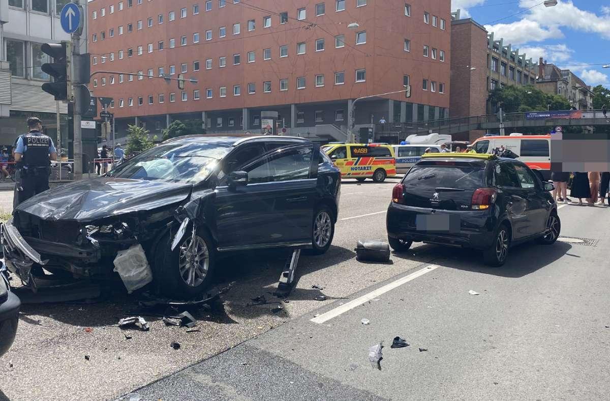 Der Volvo-Fahrer verwechselte laut Polizei wohl Gas und Bremse. Foto: SDMG/SDMG / Schulz