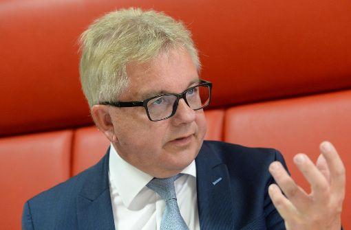 Bayern stärkt ihm gegen die Grünen den Rücken: Justizminister Guido Wolf, CDU Foto: dpa