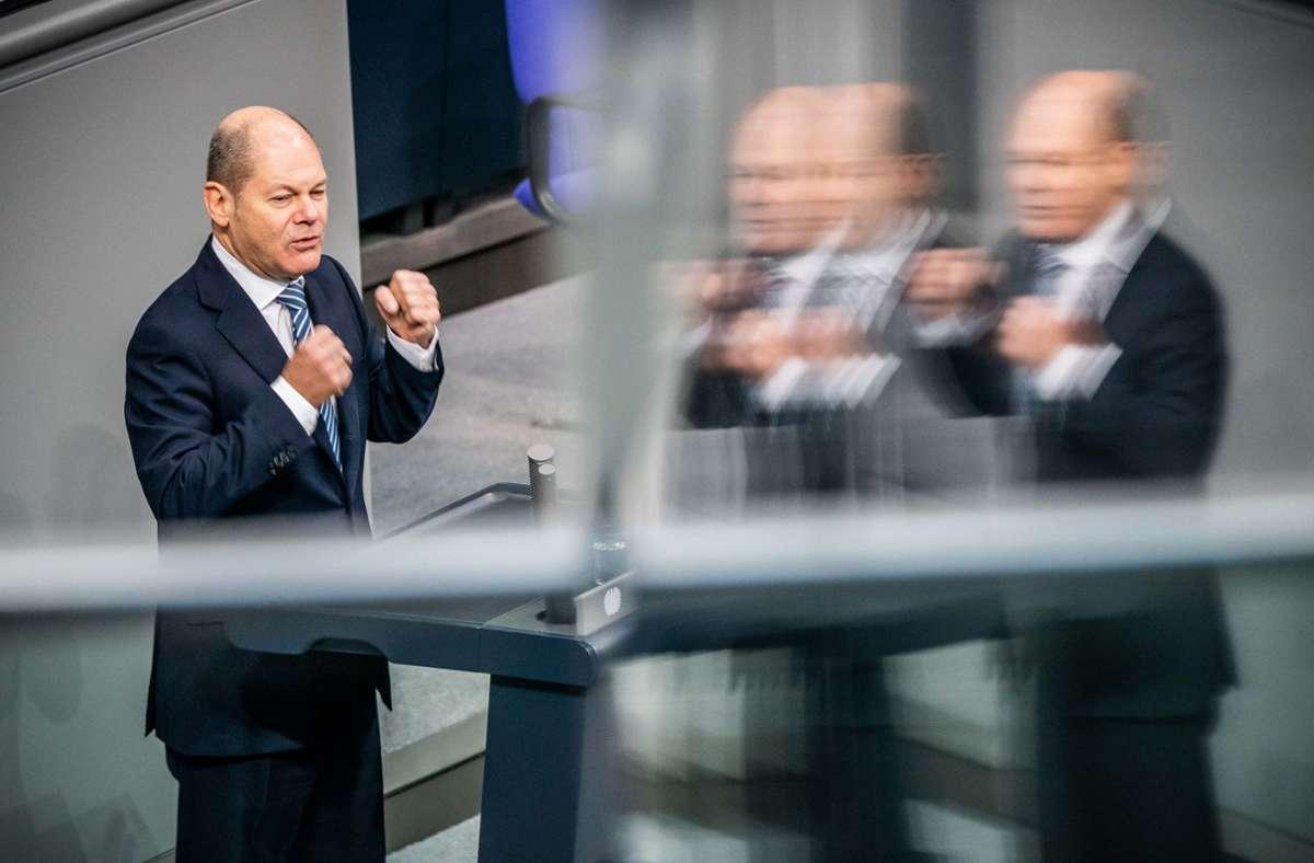 Bundesfinanzminister Olaf Scholz (SPD) hält grundsätzlich am Soli fest. Ab 2021 sollen den Zuschlag aber nur noch Steuerzahler mit hohen und sehr hohen Einkommen entrichten. Foto: dpa/Michael Kappeler