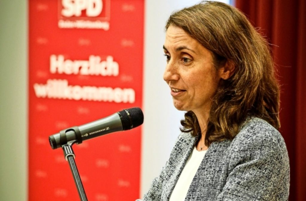 Die Bundesintegrationsbeauftragte Aydan Özoguz hat in Möhringen mit Flüchtlingshelfern diskutiert. Foto: Lichtgut/Leif Piechowski