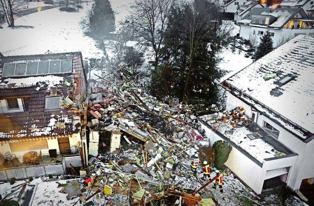 Ein Bild der Zerstörung:  Es ist für die Ermittler nicht einfach, nach der Ursache der Explosion zu suchen. Foto: SDMG