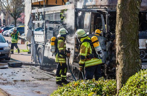 Lastwagen brennt komplett aus