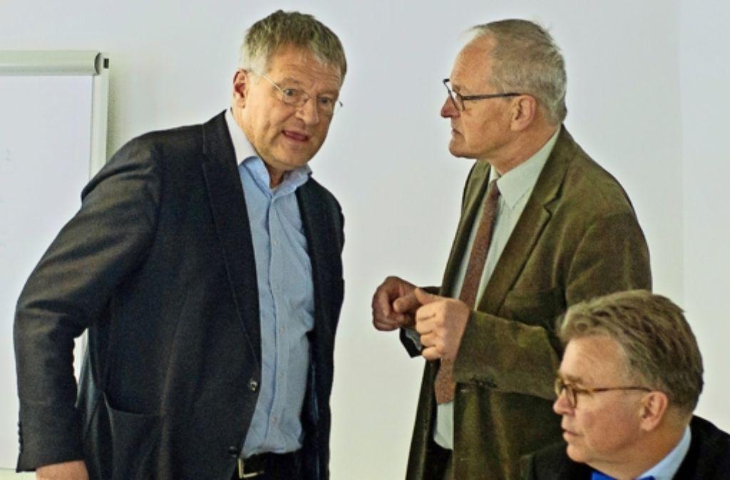 Wollen die AfD auf Kurs bringen: der neue Fraktionschef Jörg Meuthen. Bernd Grimmer und Heinrich Fiechtner (von links) vor einer Sitzung in Stuttgart Foto: dpa