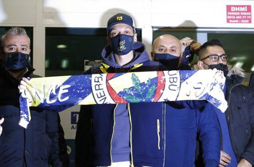 Weltmeister Mesut Özil in Istanbul angekommen