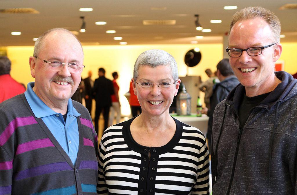 Ein Fest für die Zeitungszusteller:  Laurens Nitschke, Karla Pappert und Berndt Klingenberg (v.l.) im Gespräch. Foto: Lichtgut/Reich