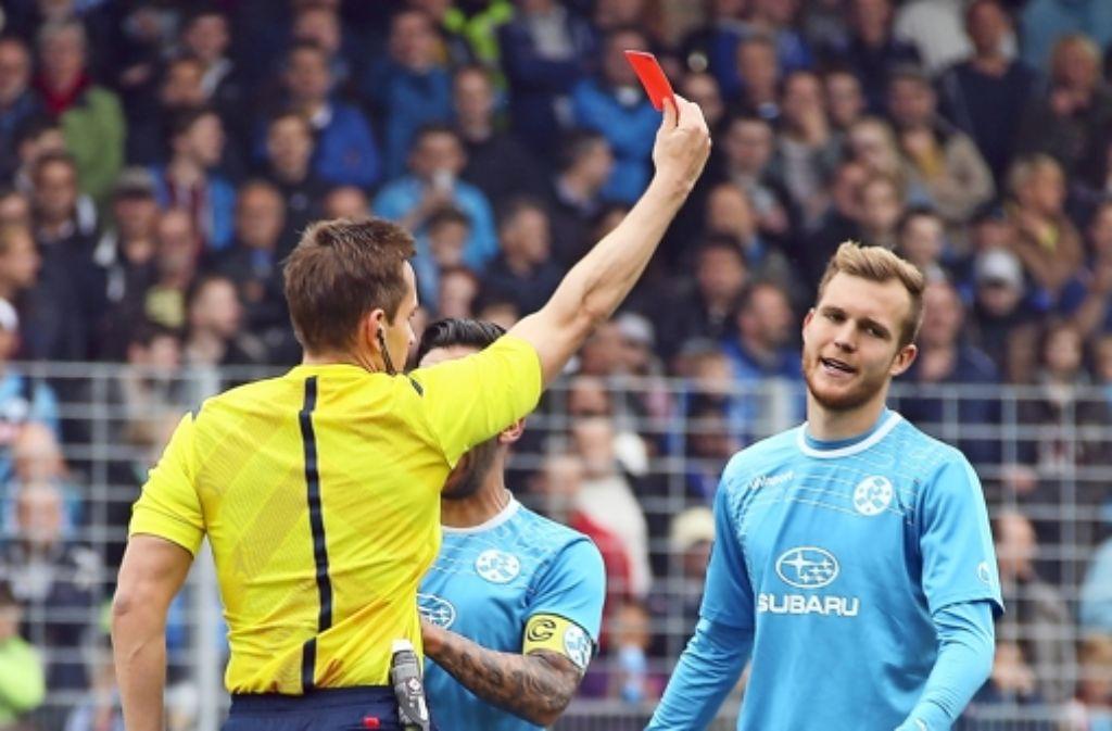 Rot für Fabian Baumgärtel von den Stuttgarter Kickers. Foto: Pressefoto Baumann