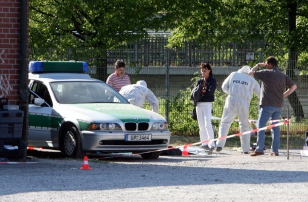25. April 2007: Kriminaltechniker untersuchen den Tatort in Heilbronn. Weitere Informationen zum Fall NSU sehen Sie in unserer Bildergalerie. Foto: dpa