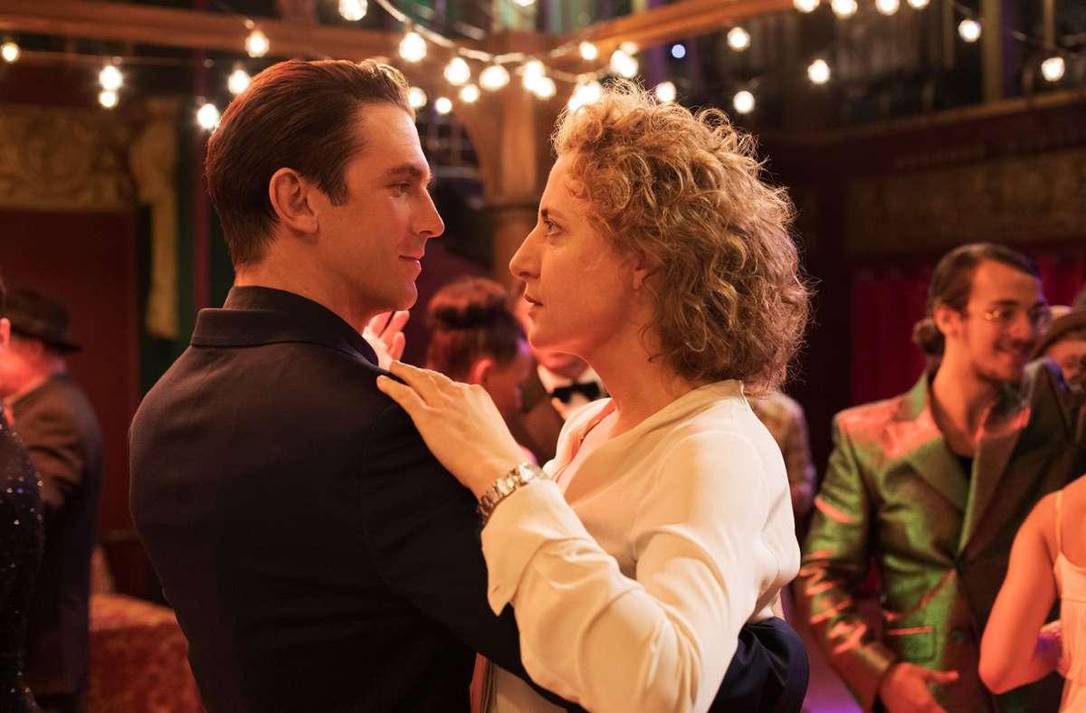 """Dan Stevens und Maren Eggert in """"Ich bin dein Mensch"""" Foto: Christine Fenzl/Pressebild Berlinale"""