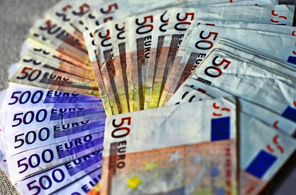 Statt Hunderttausenden Euro fanden die Geschädigten nur noch Papierschnipsel in den Geldkoffern. Foto: dpa