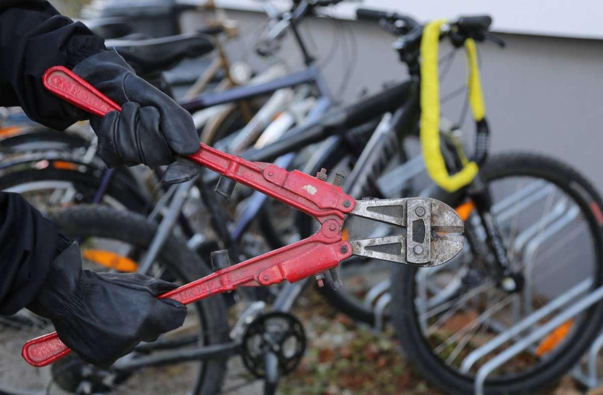 Die Fahrraddiebe schlugen in Bad Cannstatt zu. (Symbolbild) Foto: imago/SKATA/imago stock&people