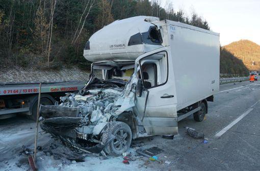 Autobahn nach schwerem Unfall stundenlang gesperrt