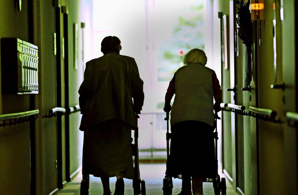 Viele Demenzpatienten glauben, bestohlen zu werden (Symbolbild). Foto: picture alliance / dpa/Oliver Berg
