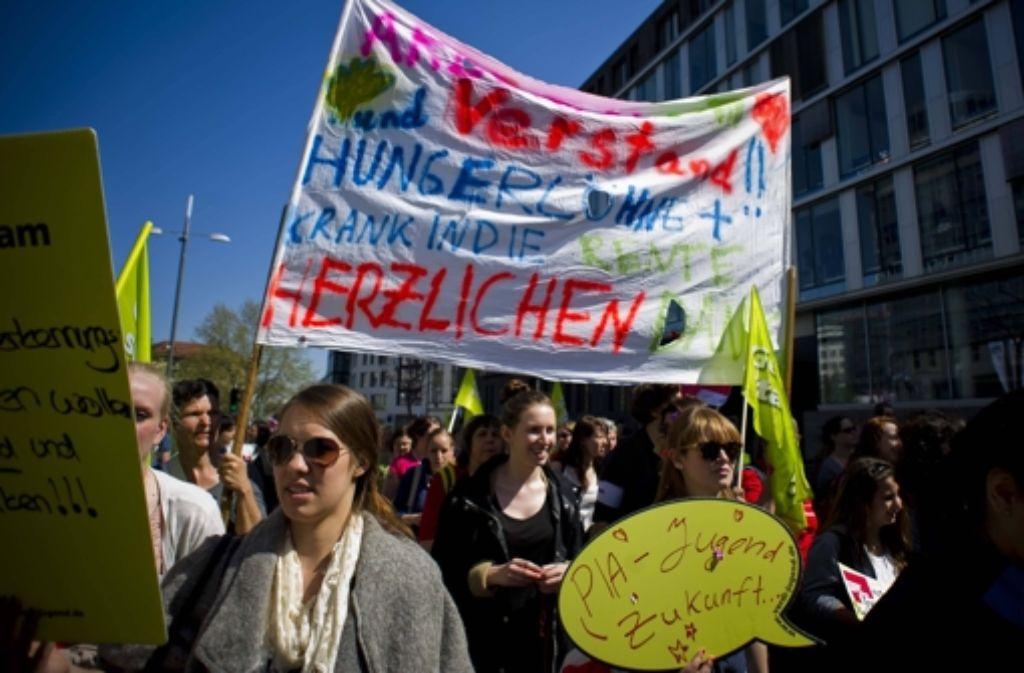 Die  Konfliktfreude wächst:  Verdi zufolge haben allein am Montag in Stuttgart, Mainz und Offenbach etwa 24.000 Beschäftigte an Warnstreiks teilgenommen. Foto: imago/Lichtgut