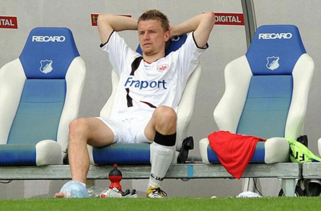 Maik Franz 2011 im Trikot der Frankfurter Eintracht. Der Ex-Fußballprofi macht aus seiner Abneigung gegen den VfB Stuttgart auch heute noch keinen Hehl. Foto: dpa