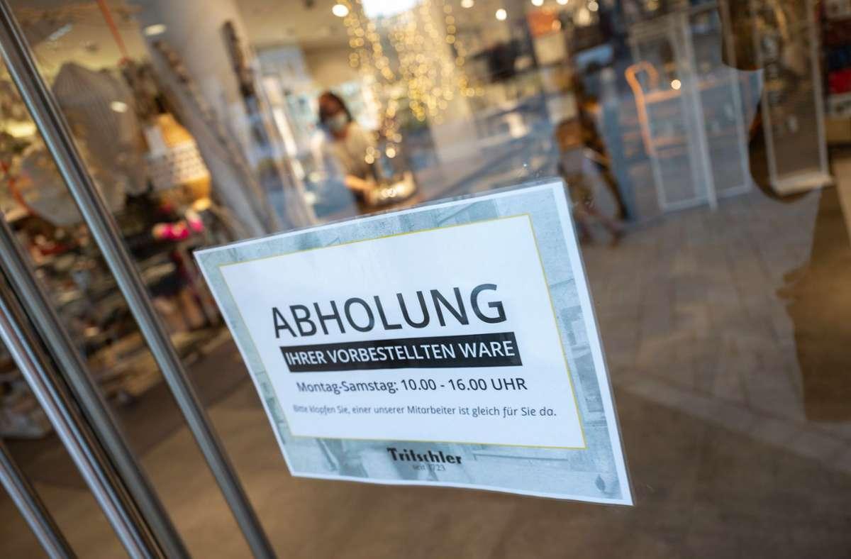 Trotz der Corona-Beschränkungen hat sich der Einzelhandel im März erholt. (Symbolfoto) Foto: dpa/Marijan Murat
