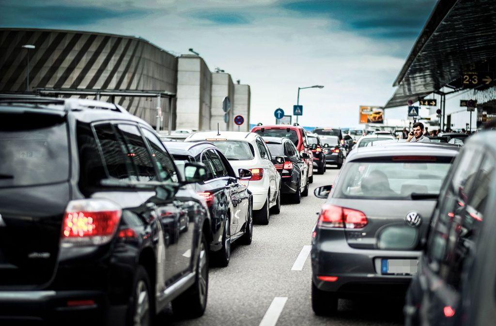 Parkplätze sind Mangelware am Flughafen. Foto: Lichtgut/Leif Piechowski