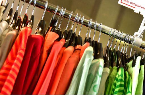 Fast zehn Prozent fabrikneuer Kleidung wird vernichtet