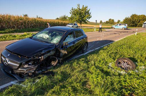 Zusammenstoß im Gegenverkehr: Motorradfahrer lebensgefährlich verletzt
