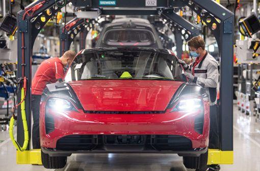 Porsche verstärkt Engagement  bei Batteriezellen