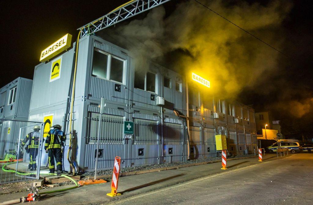 Die Feuerwehr hat den Brand im Baucontainer an der Frachtstraße schnell unter Kontrolle. Foto: 7aktuell.de/Simon Adomat