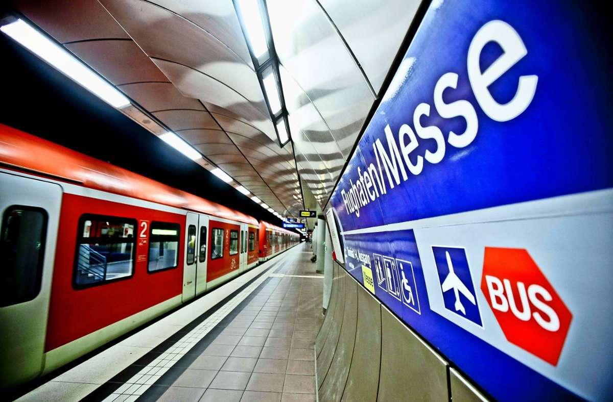 Der Flughafen Stuttgart soll aus dem Süden des Landes besser erreicht werden können. Dazu soll die Züge der Gäubahn an den Airport fahren. Foto: Lichtgut/Leif Piechowski