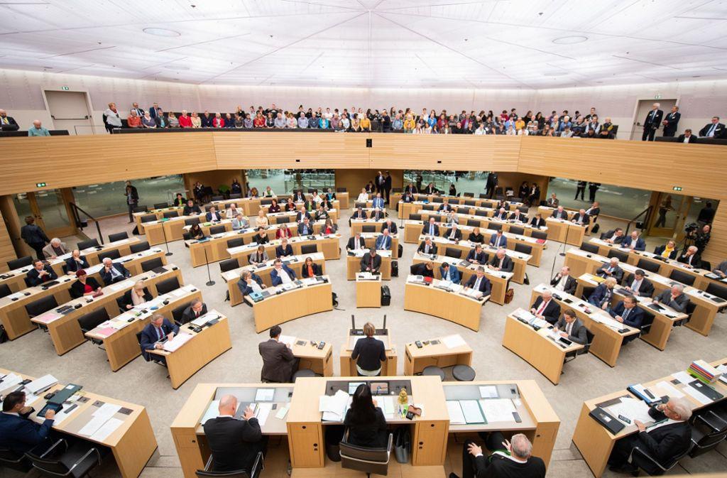 Die grün-schwarze Landesregierung hat sich auf einen Entwurf für den Etat 2020/21 geeinigt. Foto: dpa/Tom Weller