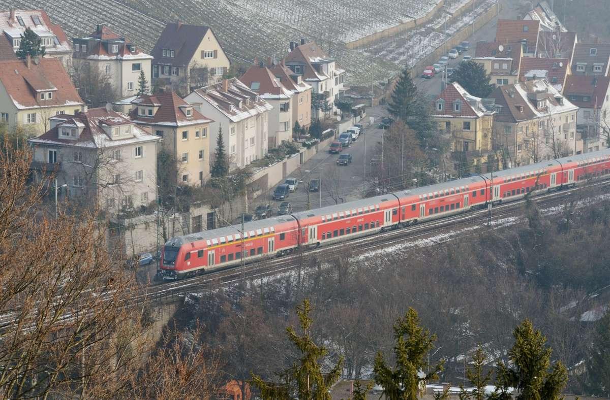 Die Gäubahn soll  über den Flughafen in die City  fahren. Foto: dpa/Kraufmann