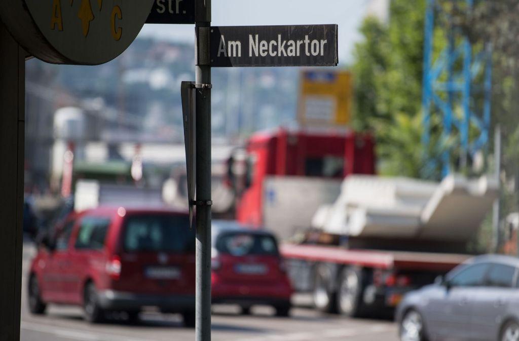 Bisher gebe es aber weder einen für den 31. August angekündigten neuen Luftreinhalteplan für Stuttgart noch konkrete Lösungen, um die Reduzierung ab 2018 zu gewährleisteten, moniert der Anwalt der Anwohner. Foto: dpa