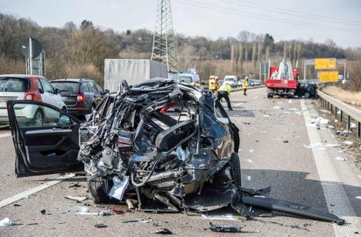Kleinlaster rast in VW – Baby unter den Verletzten