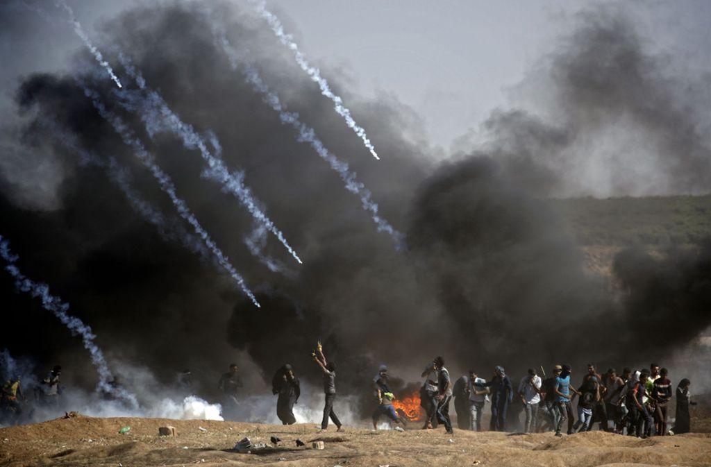 Israel geht mit Tränengas gegen palästinensische Demonstranten vor Foto: AFP