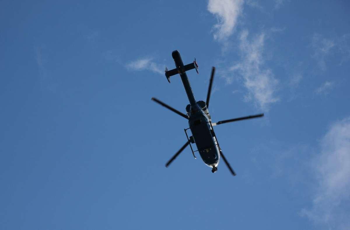 Auch ein Hubschrauber kommt bei der Suche zum Einsatz. Foto: imago images/Die Videomanufaktur/Martin Dziadek via www.imago-images.de