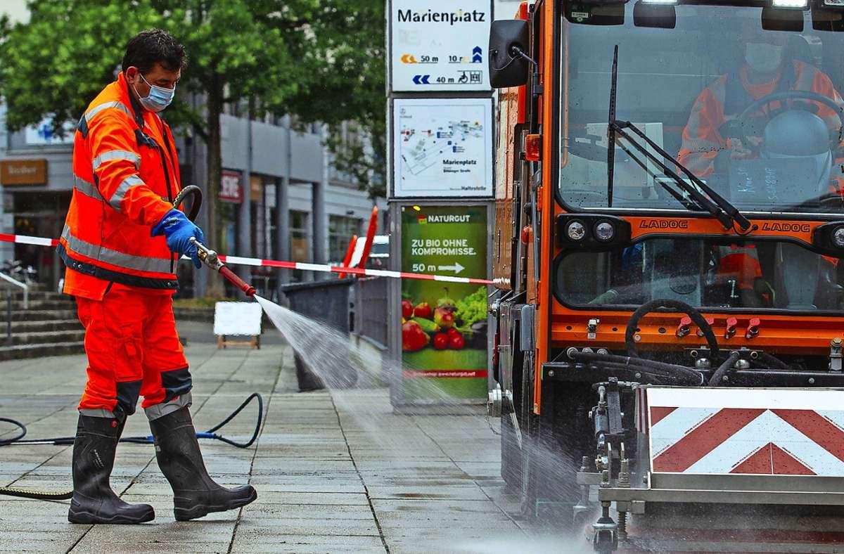 Anderntags sieht es mitunter wüst aus, und die AWS-Männer müssen ran. Foto: Leif Piechowski