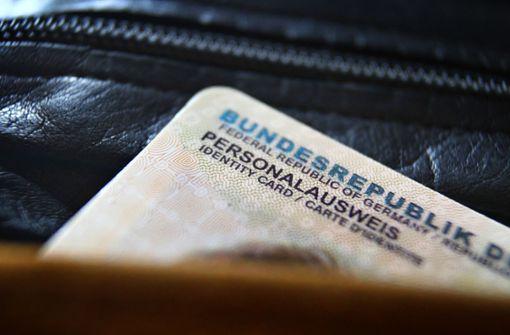 Frau rastet bei Ausweiskontrolle im Supermarkt aus