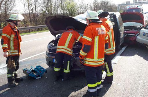 Massen-Crash legt Verkehr auf der A81 lahm