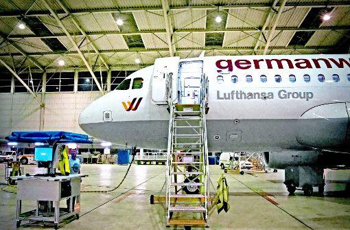 Nachts im Hangar der Lufthansa-Technik