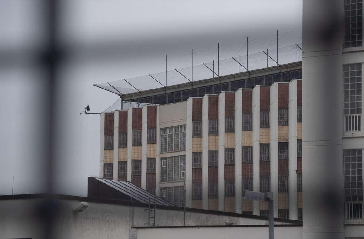 Die  Justizvollzugsanstalt  Stuttgart im Stadtteil Stammheim: Bald ist hier wieder Besuch für die Häftlinge möglich. Foto: dpa/Marijan Murat