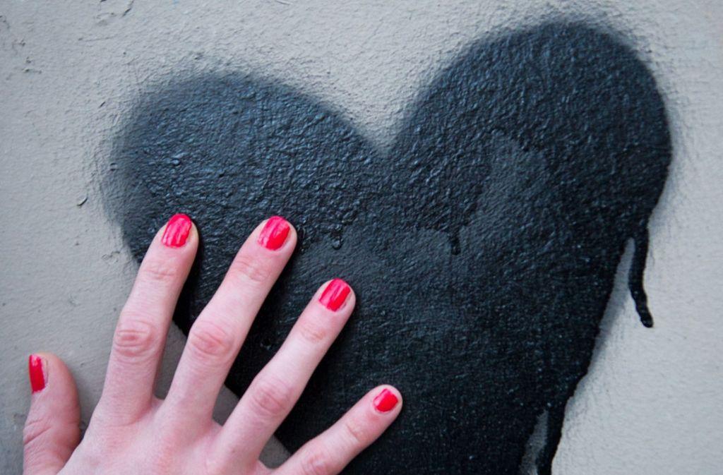 Am Valentinstag fühlt es sich besonders schlimm an: Was passiert mit dem gebrochenen Herzen? Foto: dpa