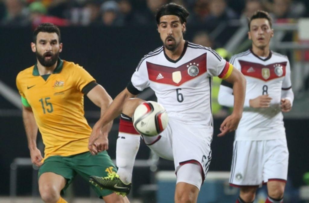 Der Oeffinger  Sami Khedira (am Ball), Profi bei Real Madrid, bietet talentierten Nachwuchsfußballern die Chance Foto: dpa