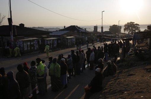 Lange Schlangen vor der Wahlurne