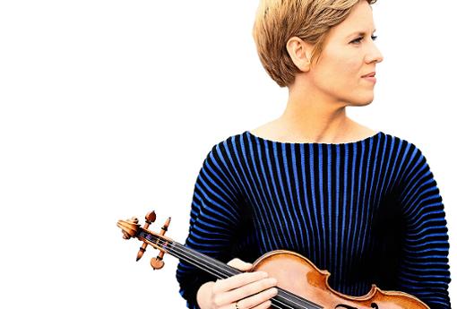 Isabelle Faust liebt es, auch bekannte Werke immer neu anzugehen und weitere Facetten zu entdecken. Auf das Konzert am 13. November in der Liederhalle mit dem Orchestre des Champs-Élysées und Christian Poltéra in ihrer Heimatregion Stuttgart freut sie sich besonders.