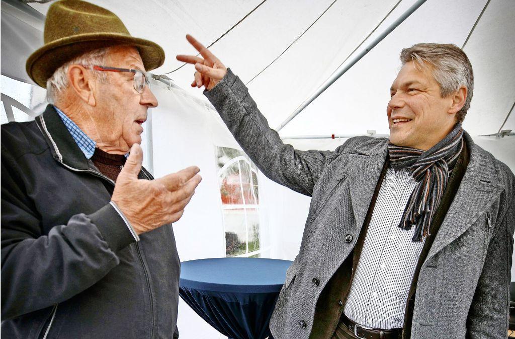 B rgermeister von remshalden herzerw rmendes zur halbzeit for Breiter schreibtisch