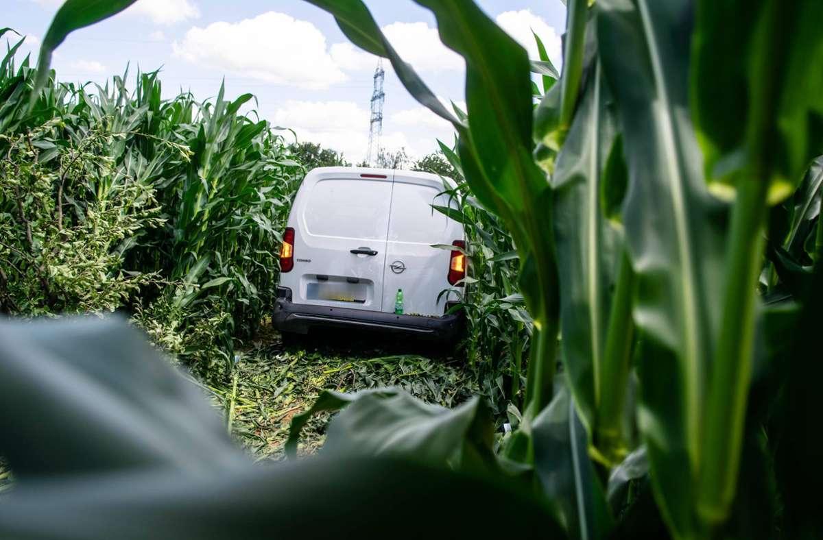 Mit einem Kleintransporter ist eine Frau in ein Maisfeld zwischen Ditzingen und Leonberg gerast. Foto: 7aktuell.de/ NR/7aktuell.de | NR