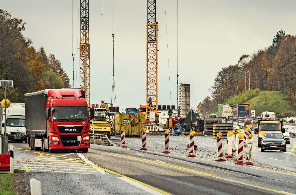 Strapaziert die Nerven vieler Autofahrer: Ende des Jahres soll der Autobahnausbau zwischen Stuttgart und Leonberg abgeschlossen sein. Foto: factum/Weise
